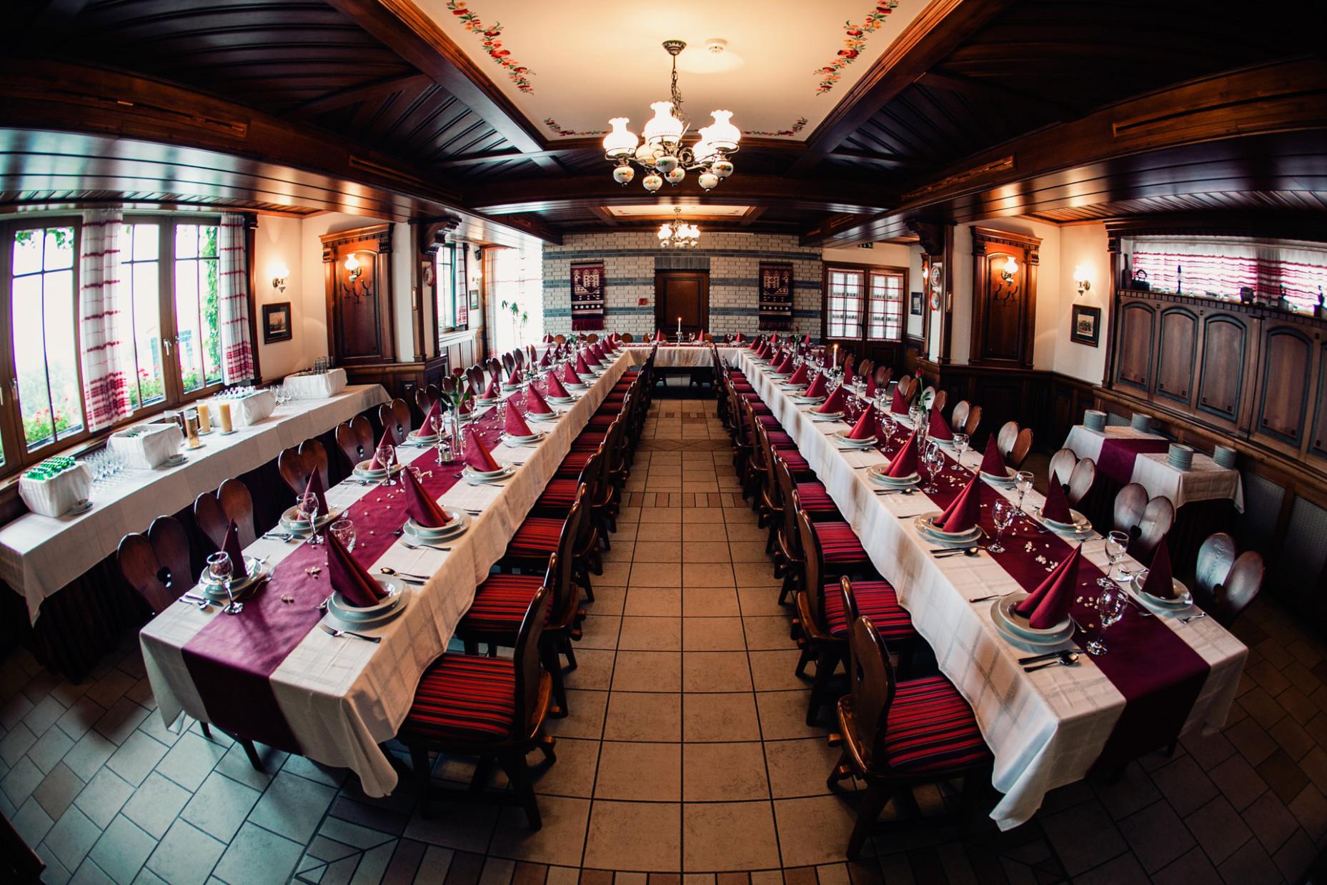 Rosengarten ünnepi asztal